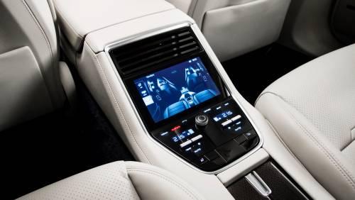 Le immagini della nuova Porsche Panamera 10