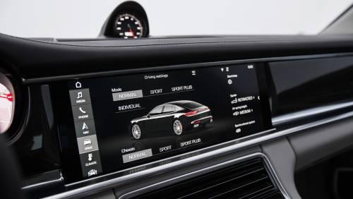 Le immagini della nuova Porsche Panamera 16