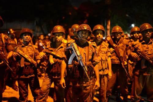 Isis prende ostaggi nella capitale del Bangladesh 2