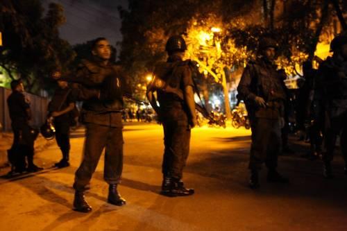 Isis prende ostaggi nella capitale del Bangladesh 3