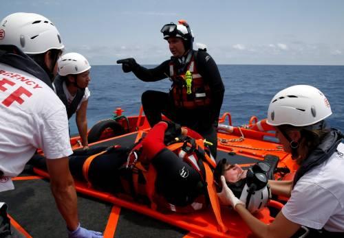 Migranti, il lavoro dei soccorritori nel Mediterraneo 14