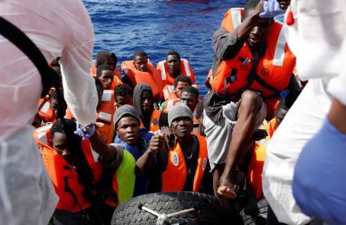 Migranti, il lavoro dei soccorritori nel Mediterraneo 12