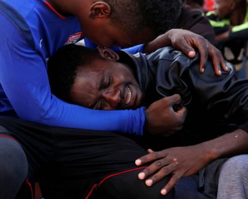 Migranti, il lavoro dei soccorritori nel Mediterraneo 16