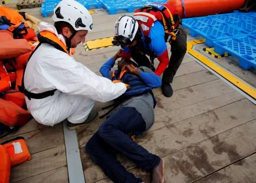 Migranti, il lavoro dei soccorritori nel Mediterraneo 20