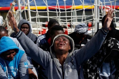Migranti, il lavoro dei soccorritori nel Mediterraneo 19