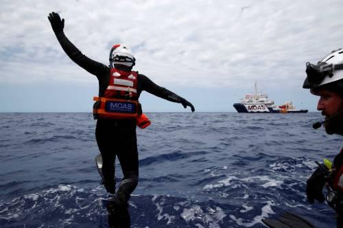 Migranti, il lavoro dei soccorritori nel Mediterraneo 18
