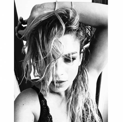 Emma Marrone sexy in bikini: foto 16