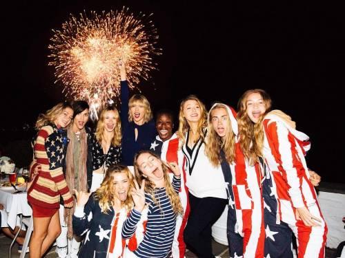 Il 4 luglio di Taylor Swift, con Cara (Delevingne), Gigi (Hadid) e Tom (Hiddleston)