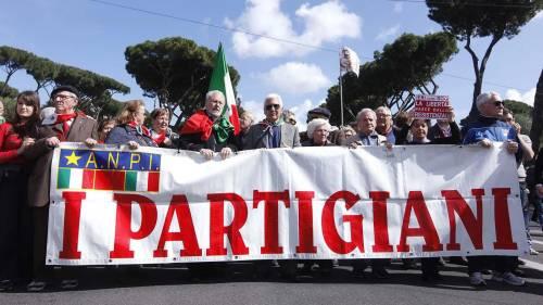 I partigiani e la sinistra in marcia contro i fascisti