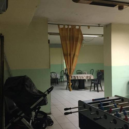 Il palazzo occupato dai nordafricani tra illegalità e scabbia 10
