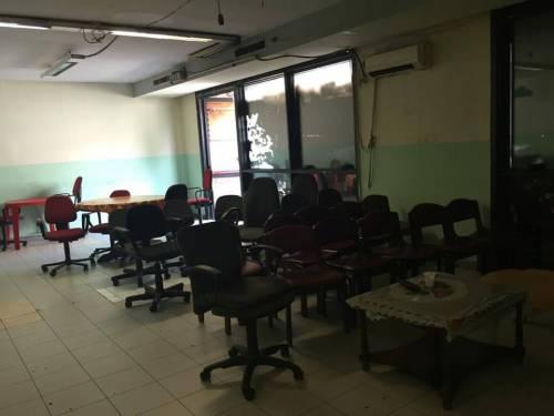 Il palazzo occupato dai nordafricani tra illegalità e scabbia 12