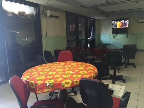 Il palazzo occupato dai nordafricani tra illegalità e scabbia 13