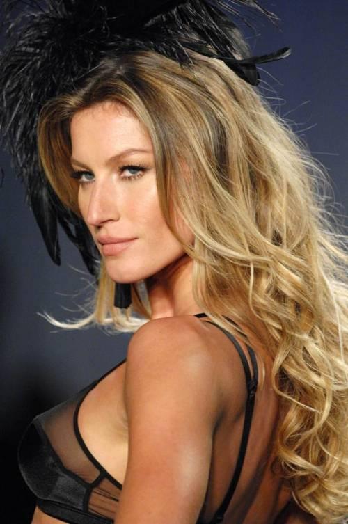 Gisele Bündchen, modella sexy tra vita pubblica e privata 7