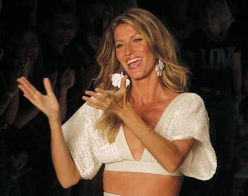 Gisele Bündchen, modella sexy tra vita pubblica e privata 13