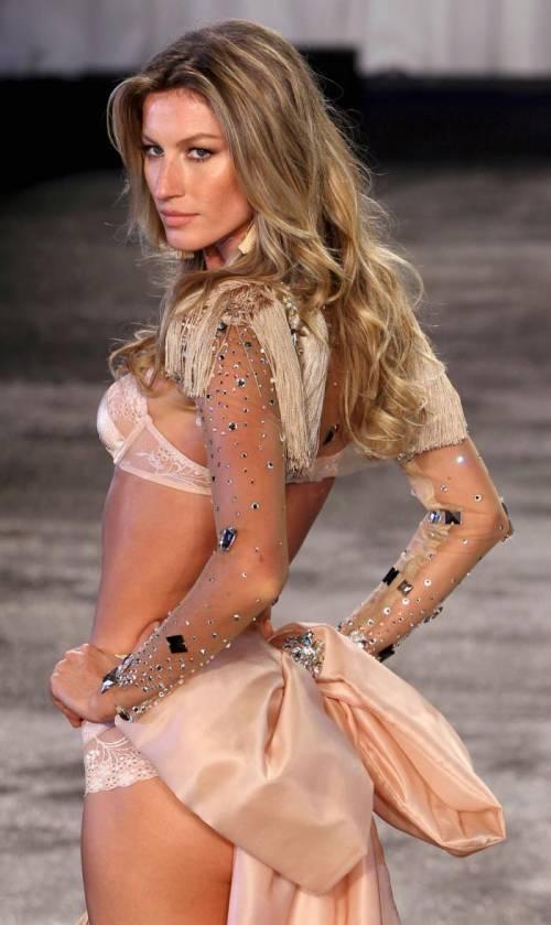 Gisele Bündchen, modella sexy tra vita pubblica e privata 14