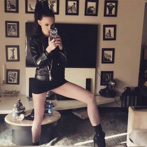 Nina Moric, le foto più sexy 6