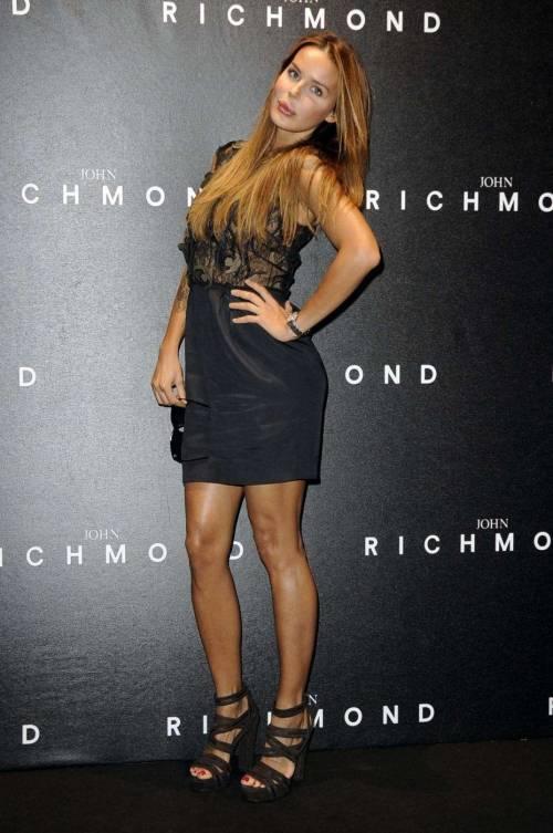 Nina Moric, le foto più sexy 12