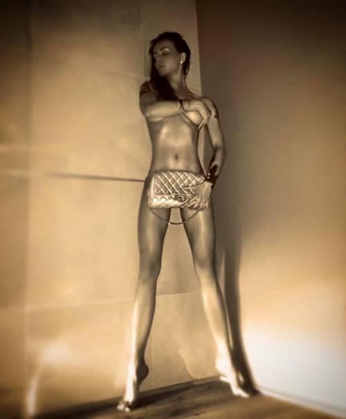 Nina Moric, le foto più sexy 18
