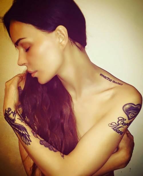 Nina Moric, le foto più sexy 17