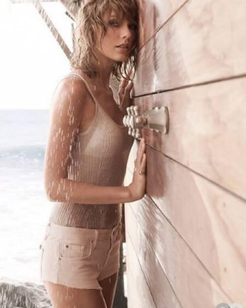 Taylor Swift: le foto e i look più sexy 4