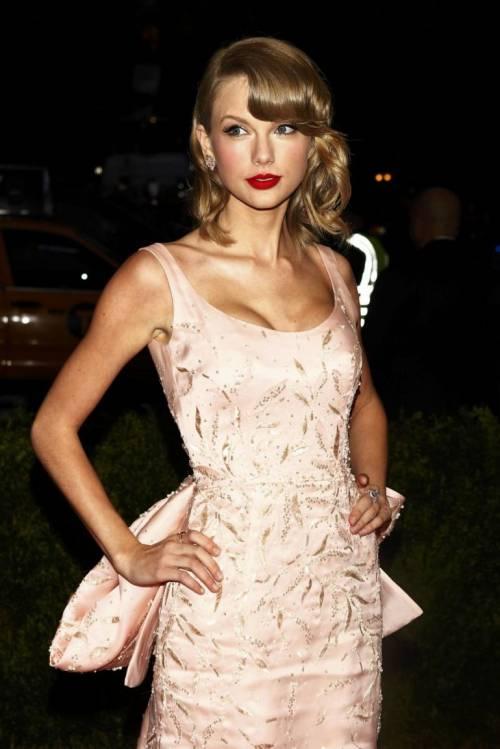 Taylor Swift: le foto e i look più sexy 19