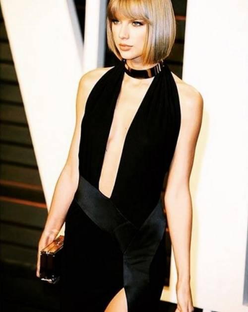 Taylor Swift: le foto e i look più sexy 26