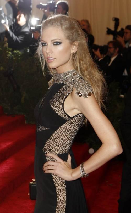 Taylor Swift: le foto e i look più sexy 25