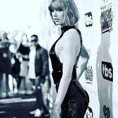 Taylor Swift: le foto e i look più sexy 20
