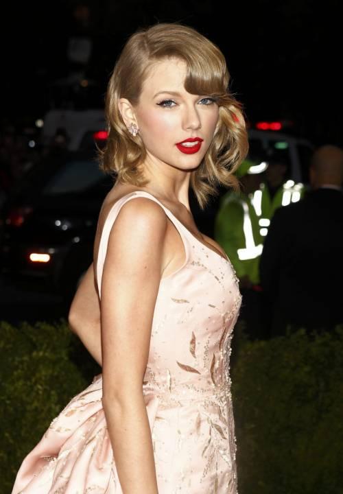 Taylor Swift: le foto e i look più sexy 27