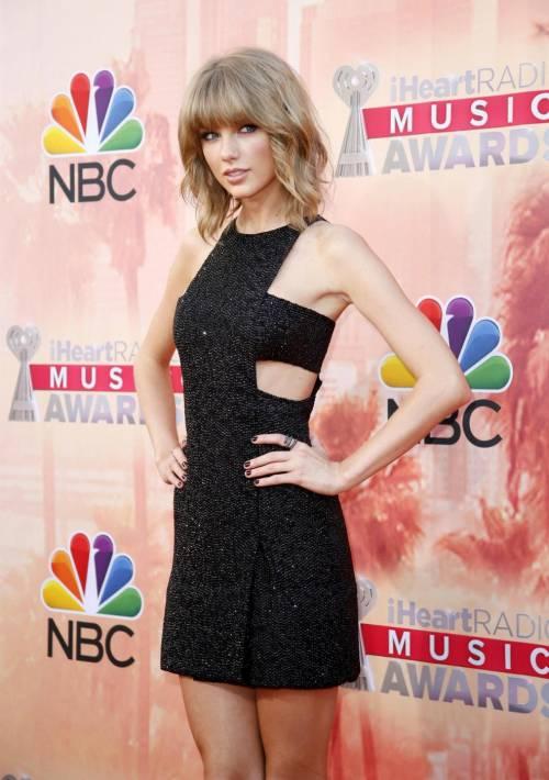 Taylor Swift: le foto e i look più sexy 28