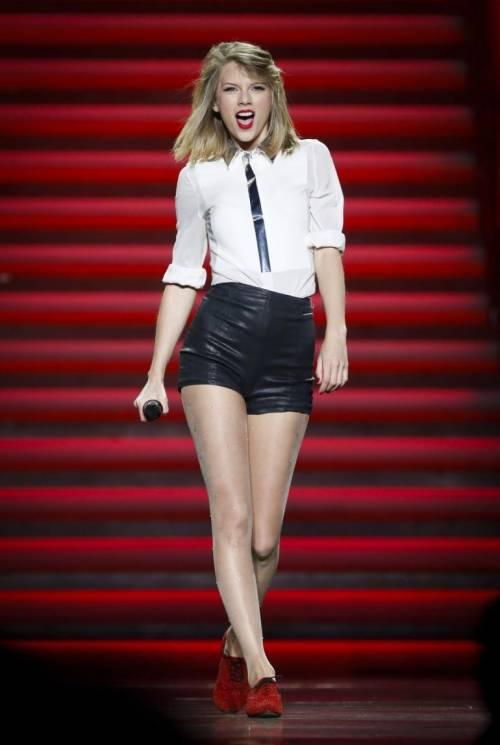 Taylor Swift: le foto e i look più sexy 35