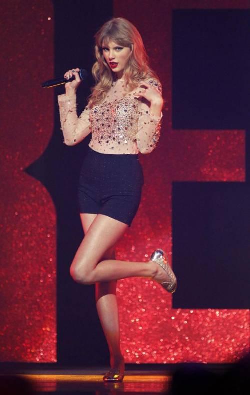 Taylor Swift: le foto e i look più sexy 40