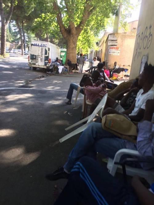 I migranti del Baobab e il degrado di via Cupa 13