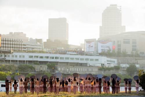 Cleveland, 100 donne posano senza vestiti contro Trump 8
