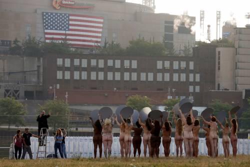 Cleveland, 100 donne posano senza vestiti contro Trump 18