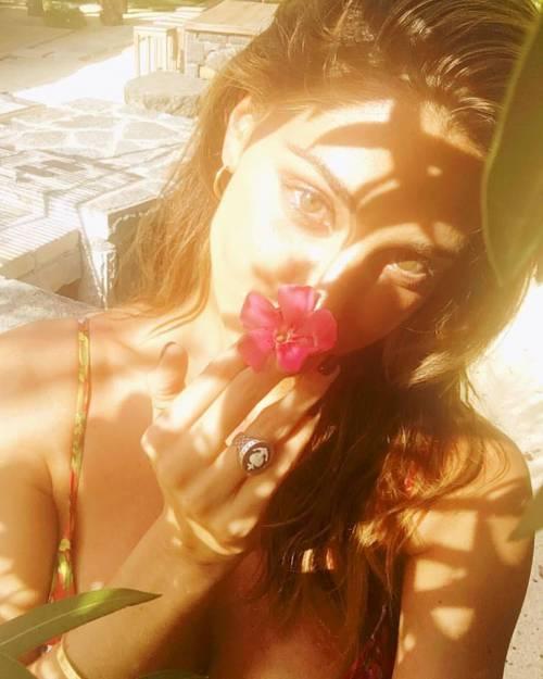 Belen Rodriguez, bikini bollente in spiaggia: foto 28