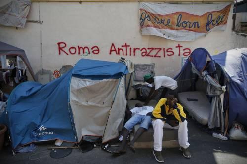 Mentre i jihadisti attaccano l'Ue l'Italia accoglie altri 22.500 immigrati