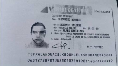 Il terrorista di Nizza e le foto col camion 5