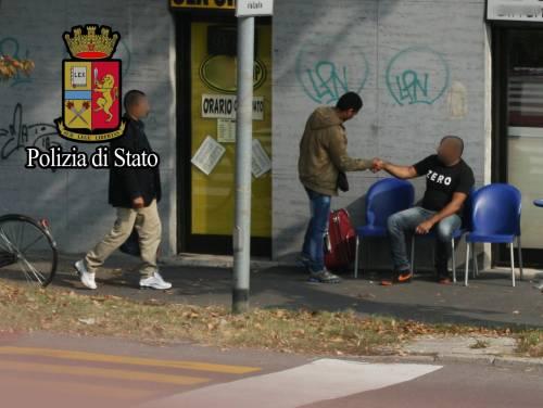 """Immigrazione, così gli scafisti di terra """"lavorano"""" a Milano 2"""