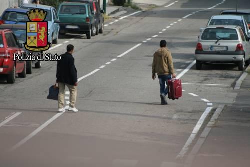 """Immigrazione, così gli scafisti di terra """"lavorano"""" a Milano 3"""