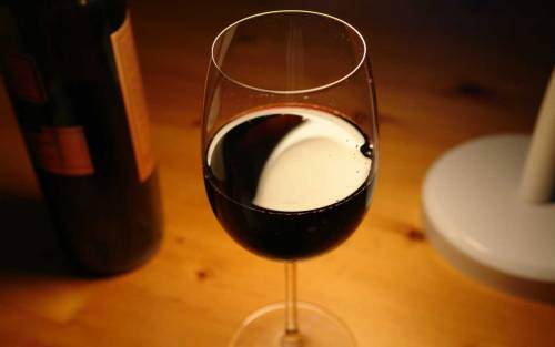 """""""Chi beve un bicchiere di vino al giorno rischia fino a 7 tumori"""""""