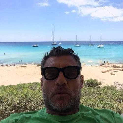 Bobo Vieri, le foto della vacanza a Formentera con Jazzma 12