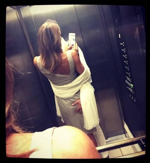 Martina Colombari, esplosiva in ascensore 2
