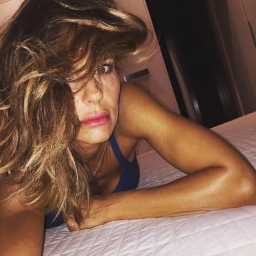 Martina Colombari, esplosiva in ascensore 17