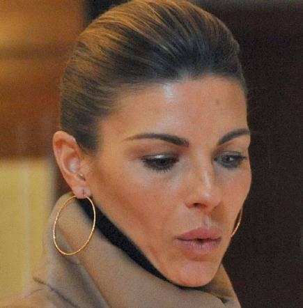 Martina Colombari, esplosiva in ascensore 32