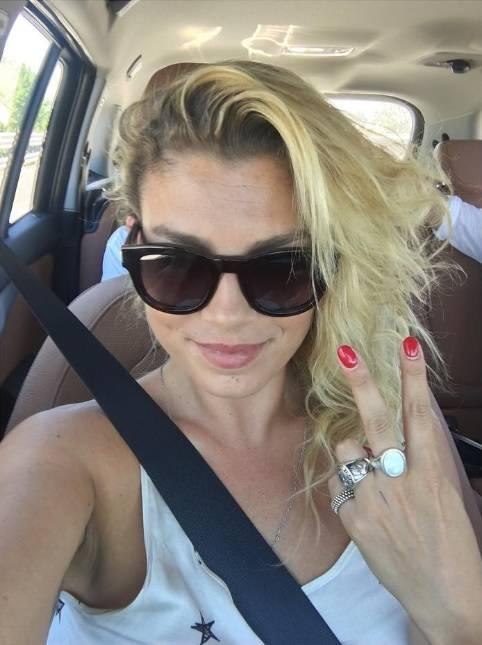Emma Marrone, curve hot in barca 8