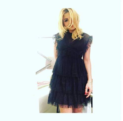 Emma Marrone, curve hot in barca 13