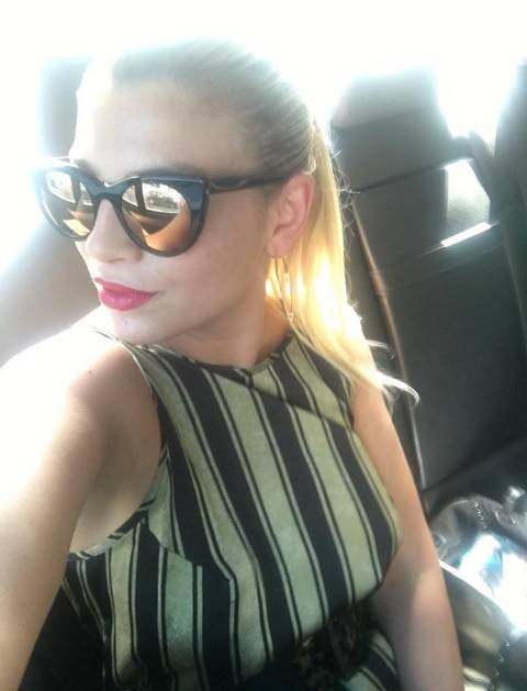 Emma Marrone, curve hot in barca 25