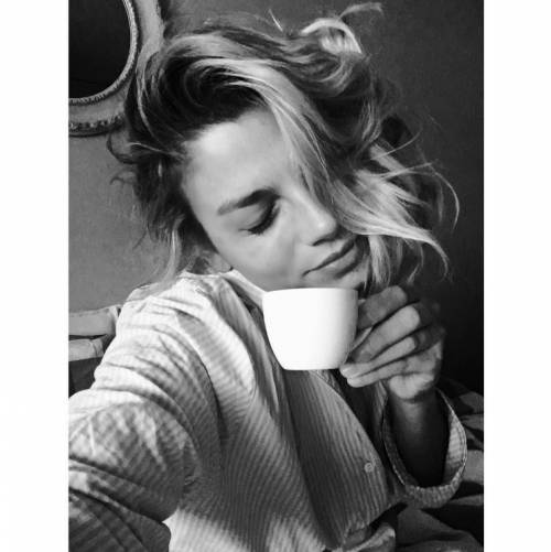 Emma Marrone, curve hot in barca 36