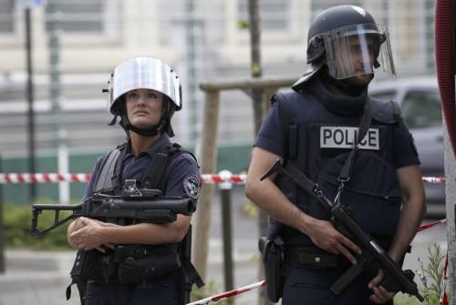 "Sette arresti in Francia, Cazeneuve: ""Minaccia mai così alta"""